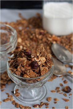 Coffee Cardamom Cinnamon Granola // 80twenty