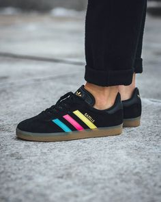 32 Types Of Shoes Men Should Try This Year - zapatos adidas - Schuhe Types Of Shoes Men, Wide Shoes For Men, Trendy Shoes, Casual Sneakers, Casual Shoes, Men Sneakers, Girls Sneakers, Casual Wear, Trending Shoes For Men