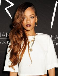 10 Gorgeous Side-Swept Hairstyles: Rihanna