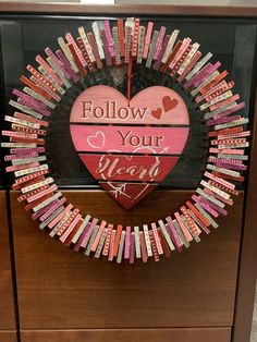 valentine's Day Clothespin Wreath Diy Valentines Day Wreath, Valentine Day Crafts, Valentine Decorations, Holiday Crafts, Wreath Crafts, Diy Wreath, Wreath Making, Wreath Ideas, Clothespin Art