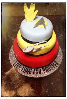 Star Trek cake...my does have a birthday coming up.