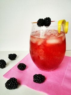 Blackberry Cocktail: Muddled berries, lemon juice, simple syrup, vodka and a splash of soda. Perfect!