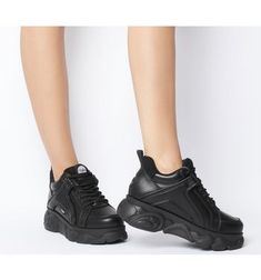 Buffalo Corin Sneakers Black - Hers trainers Black Shoes, All Black Sneakers, Buffalo Shoes, School Shoes, Look Cool, Streetwear Fashion, Designer Shoes, Me Too Shoes, Trainers