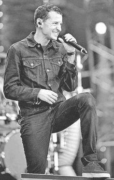 Beautiful Legend Chester Bennington ❤🤘 Your voice will always be home💙🎤🤘 Chester Bennington, Charles Bennington, Linkin Park Chester, Metal Albums, Mike Shinoda, Nu Metal, Rest In Peace, Beautiful Soul, Cool Bands