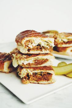 This vegan cubano sandwich uses seitan from the hot for food cookbook and hearts of palm for 'pork'! Plants are the true hero of this meaty recipe. Vegan Vegetarian, Vegetarian Recipes, Tofu Recipes, Healthy Recipes, Vegan Foods, Vegan Dishes, Recipies, Cubano Sandwich, Vegan Art