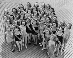 My Grandmother Jean Fidelis Cavanaugh woman down in the center) in the 1941 Miss America Pageant, Atlantic City, NY. She won the Runner up Great Photos, Old Photos, Vintage Photos, Miss America Contestants, Miss America Winners, Female Runner, Beauty Contest, Classic Beauty, Vintage Prints