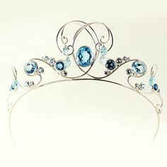 Tiara of the mermaid by Castens. Silver, Skye and London Blue topazes, white and ocean blue diamonds. Partly inspired by this tara: http://www.pinterest.com/pin/63683782204419302/