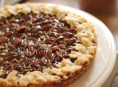It is not Thanksgiving without multiple dessert options. Everyone has a pumpkin pie, of course. Pecan is usually a close second. Instead of a second pie at the feast, I… Pie Recipes, Dessert Recipes, Pie Crust Designs, Pie Decoration, Pecan Tarts, Creme Dessert, Thanksgiving Pies, Just Desserts, Sweet Tooth