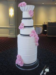 Eye catching tower wedding cake