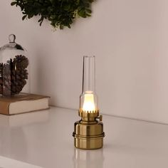 STRÅLA Led-pöytävalaisin - paristokäyttöinen/messinginvärinen - IKEA Led A Pile, Design Pas Cher, Solar Powered Lamp, Console, Light Chain, Ikea Family, Led Lantern, Led String Lights, Bronze