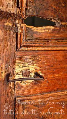 http://i-live-in-tuscany.blogspot.it/2014/08/una-vecchia-porta-de-andre-e-una-triste.html?showComment=1408771987664#c338145025487819379  ..una vecchia porta, De Andre' e una triste canzone