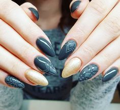 Navy nails with gold detail - LadyStyle