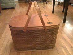 Wonderful Vintage Tagged Hawkeye Large Picnic Basket Hinged Lid 2 Wood Handles