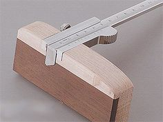 The Old-Fashioned Japanese Wood Working Design Japanese Woodworking Tools, Japanese Tools, Japanese Design, Diy Easel, Japanese Buildings, Wood Plane, Wood Detail, Custom Guitars, Marquetry