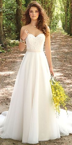 Simple Wedding Dresses For Elegant Brides ❤ See more: http://www.weddingforward.com/simple-wedding-dresses/ #weddings http://gelinshop.com/ppost/343118065347822514/