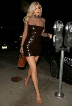Kylie Jenner stuns in a fitted latex dress and high heels - Tap the LINK now to see all our amazing accessories, that we have found for a fraction of the price Looks Kylie Jenner, Kylie Jenner Outfits, Kylie Jenner Style, Kendall Jenner, Kylie Jenner Legs, Kylie Jenner Black Dress, Kylie Dress, Estilo Kardashian, Kourtney Kardashian