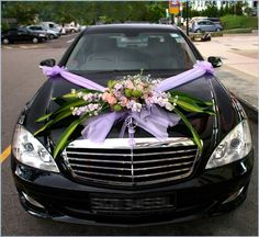 Wedding Car Decoration Ideas With Purple Ribbon And Flowers Hochzeitsauto-Dekorations-Ideen mi. Wedding Car Ribbon, Wedding Bells, Wedding Ceremony, Wedding Flowers, Car Wedding, Garden Wedding, Sports Wedding, Purple Wedding, Homecoming Parade