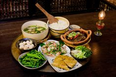 Vietnamese cooking is simple but much fresh, healthy, light. Take culinary tours to experience yourself. Indian Food Recipes, Asian Recipes, Viet Food, Food Gallery, Vietnamese Cuisine, Ho Chi, Food Is Fuel, Daily Meals, Street Food