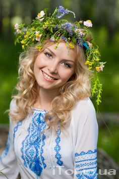 True Girl like Fashition Ukraine Women, Ukraine Girls, Russian Beauty, Russian Fashion, Eslava, Floral Headdress, Ethno Style, Folklore, Traditional Dresses