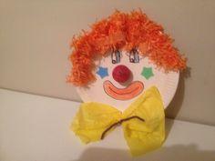 clown uit bord van karton