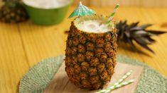 Receita de Batida de abacaxi. Enviada por TudoGostoso e demora apenas 5 minutos. Cocktails, Cocktail Drinks, Alcoholic Drinks, Drink Bar, Food And Drink, Detox Drinks, Healthy Drinks, Smoothie Recipes, Smoothies