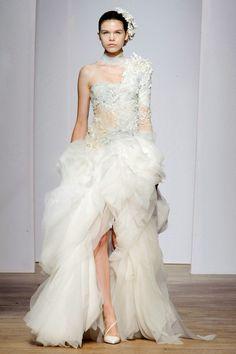 Yiqing Yin Haute Couture fall/winter - The Glam Pepper Fashion Week, Runway Fashion, High Fashion, Fashion Show, Style Fashion, Fashion Online, Fashion Trends, Fashion Outfits, Couture Wedding Gowns