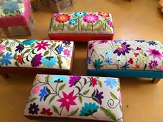 Marvelous Crewel Embroidery Long Short Soft Shading In Colors Ideas. Enchanting Crewel Embroidery Long Short Soft Shading In Colors Ideas. Mexican Embroidery, Crewel Embroidery, Cross Stitch Embroidery, Embroidery Patterns, Bordados E Cia, Seed Stitch, Embroidery Techniques, Handmade Home, Needlepoint