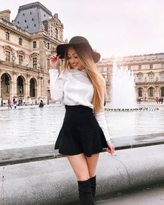 Here are the photos of girls look when skirts and dresses are too short. Check out 34 girls in short skirts that will blow your mind. Cute Skirt Outfits, Cute Skirts, Classy Outfits, Short Skirts, Trendy Outfits, Cool Outfits, Mini Skirts, Skirt Fashion, Love Fashion