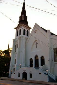 The historic Emanuel African Methodist Episcopal (AME) Church in Charleston, SC. Photo by Cal Sr. Charleston South Carolina, Charleston Sc, Black Church, Episcopal Church, Black Kids, Vacation Spots, Black History, African, Temples