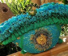 The wool fringe is made of crochet. Crochet Circles, Moda Boho, Art Bag, Boho Bags, Aesthetic Vintage, Luxury Bags, Handmade Bags, Straw Bag, Wicker