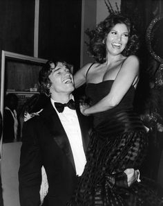 """Arnold Schwarzenegger and Raquel Welch at the Golden Globe Awards, (photo Frank Edwards)"" Rachel Welch, Star Hollywood, Classic Hollywood, Hollywood Party, Arnold Schwarzenegger Bodybuilding, Frank Edwards, Coppola, Faye Dunaway, Photo Images"
