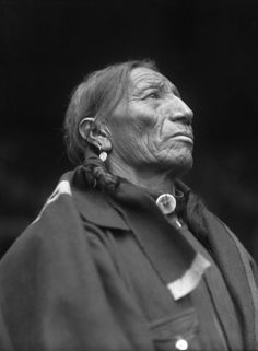 Unknown Sioux man, photographed 1909.
