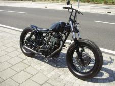 Yamaha SR400 Bobber #motorcycles #bobber #motos   caferacerpasion.com