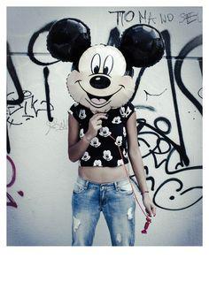 Disney Belgium x Mootch by Appel's Mickey alloverprint tshirt. Mickey balloon