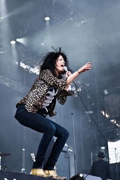 """killaura: """" deadleaves-dirtyground: """" just realised the return of the dead weather will be slightly disappointing because this outfit's probably fallen to pieces now and it was literally the fifth member of the band """" omf """" Boho Rock, Rock Chic, Rock And Roll Fashion, Rock Fashion, Alison Mosshart, Women Of Rock, Mane Event, Nostalgia, Grunge Fashion"""