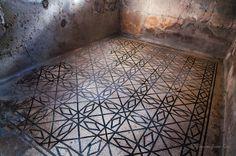 Mosaic floor at Herculaneum Ruins Pavimento in mosaico - Ercolano Segui/ Follow Scavi di Ercolano #herculaneum #ercolano #scavidiercolano #pompei #museum #ruins #pompeii #faunopompei #scavidipompei #archeological #ancient #travel #italy #italia #vesuvio #vesuvius #followpompeii www.facebook.com/ScavidiPompei www.instagram.com/pompeiiruins www.twitter.com/pompeiiruins