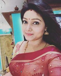 Actress Priyanka, Family Images, Married Woman, Hot Actresses, Indian Beauty, Biography, Marriage, Sari, Husband