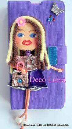 Fundas de móviles decoradas con muñecas Georginas. Las muñecas están hechas de cápsulas de nespresso y fieltro. Se hacen por encargo. Sólo hay que indicar: modelo de móvil y colores favoritos para diseñar la muñeca. Aviso: Estas muñecas están registradas y no se pueden copiar.