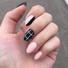 Semi-permanent varnish, false nails, patches: which manicure to choose? - My Nails Round Nail Designs, Short Nail Designs, Acrylic Nail Designs, Nail Art Designs, Almond Acrylic Nails, Best Acrylic Nails, Fall Almond Nails, Rounded Acrylic Nails, Nail Swag