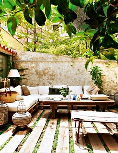 Charming Outdoor Space With Palette Seating