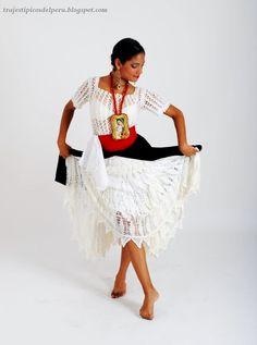 Traje de Marinera / Marinera Costume Consta de: Camisón y fustan bordados, falda, fajín y escapulario