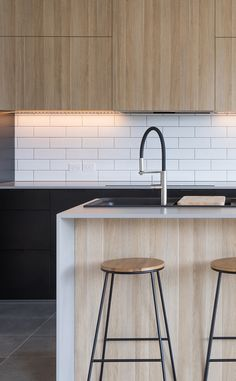 Caesarstone - 4004 Raw Concrete™ with timber and subway Kitchen Island Bench, Kitchen Benches, Kitchen Dining, Kitchen Cabinets, Timber Kitchen, Stone Kitchen, Wooden Kitchen, Home Decor Kitchen, Home Kitchens