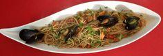 Spaghetti integrali cozze pomodorini e julienne di zucchine