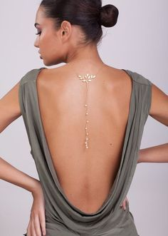 Bohemian Gold BackDrop Necklace with Pearls - wedding necklace , wedding jewelry , backless dress - Gold Back Drop Necklace – pearl back drop necklace , backless dress jewel , back… Source by stevetaelemans - Back Necklace, Simple Necklace, Drop Necklace, Necklace Extender, Lariat Necklace, Back Jewelry, Wedding Jewelry, Gold Jewelry, Leaf Jewelry