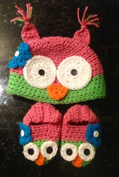 Crochet baby owl hat and booties