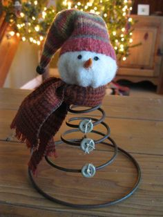 Easy and Cheap DIY Christmas Decorations for your Home – Bed Spring Snowmen Bed Spring Craft IdeasBed Spring Craft Ideas - Yahoo Image Search ResultsBed Spring Ornament DisplayBed Spring Ornament DisplayEasy and Cheap DIY Christmas Primitive Crafts, Primitive Christmas, Rustic Christmas, Winter Christmas, Christmas Snowman, Snowman Crafts, Christmas Projects, Holiday Crafts, Christmas Ideas