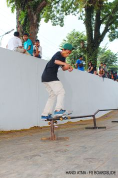 Frontside Boardslide