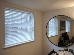 Wood venetian blinds fitted to living room windows in Fitzrovia, London Living Room Blinds, Living Room Windows, House Windows, New Living Room, White Wooden Blinds, Blinds Inspiration, Privacy Blinds, Made To Measure Blinds, Modern Blinds