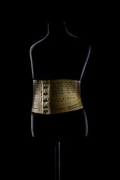 Man's waist cincher, early 20th Century. Museum of Decorative Arts in The Louvre.