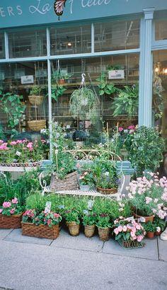 La Fleur – beautiful little flower shop & cafe in Greenwich, London - Modern Flowers For Sale, Love Flowers, Flower Market, Flower Shops, Greenwich London, Royal Garden, England And Scotland, Window Styles, Old London